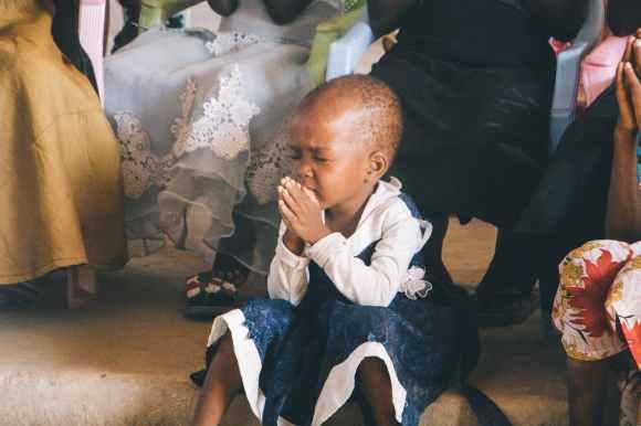 photo of child praying