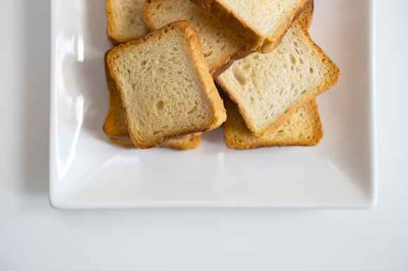 plate of sliced breads